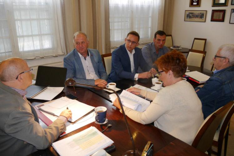 Podpisanie umowy na realizację inwestycji w Kowalewie Pomorskim